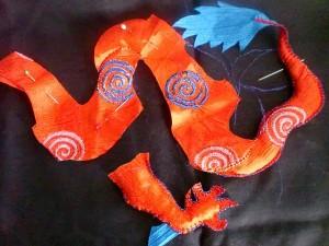 Мягкая игрушка. Китайский Дракончик своими руками. Обшиваем лапки.